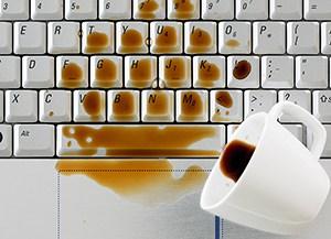 prosuta kafa na laptop